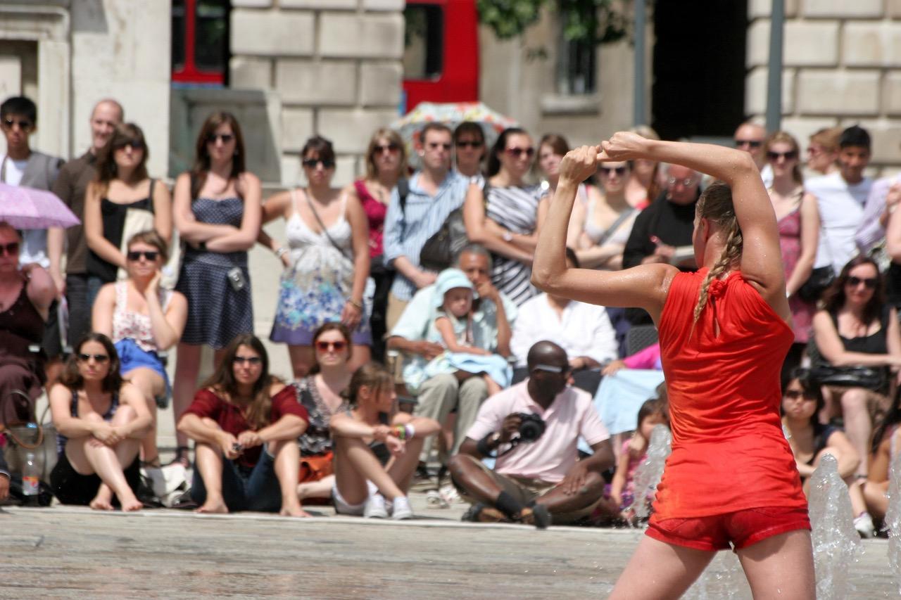 Fluid Boundaries – community contemporary dance performances responding to architectural landmarks